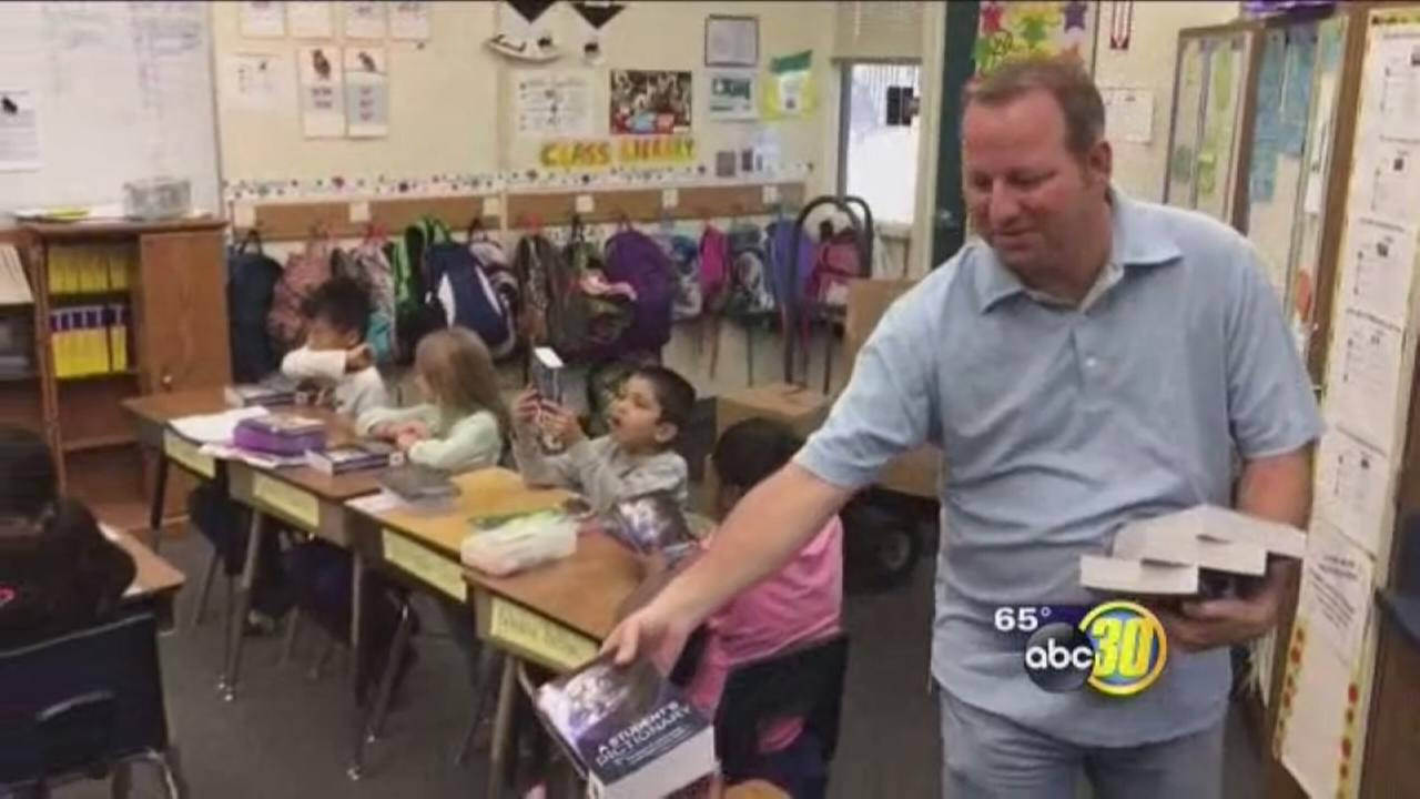 Merced Rotary Club delivers dictionary to Merced students