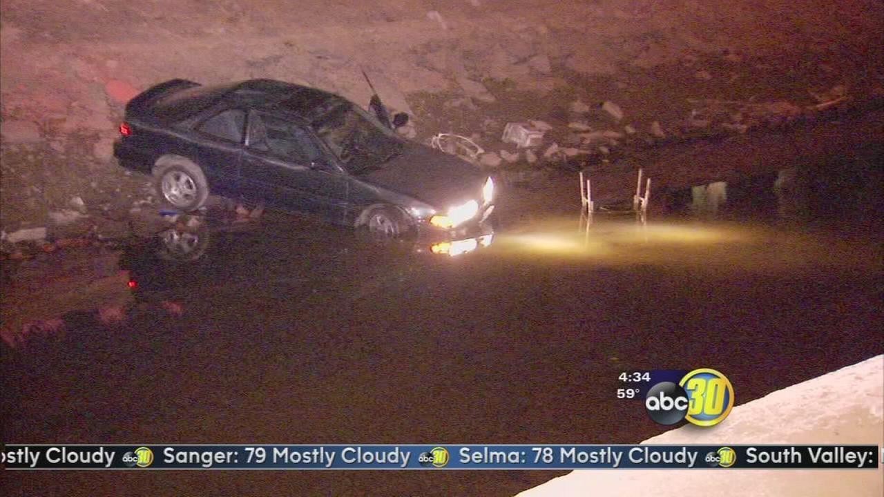 Car crashes into canal in Central Fresno