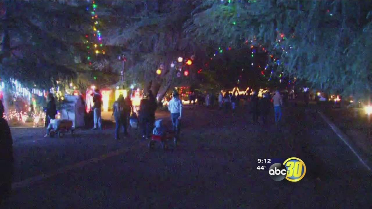 Hundreds fill Fresno streets for Christmas Tree Lane opening