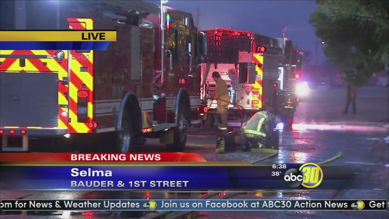 Fire damages home near Highway 99 in Selma