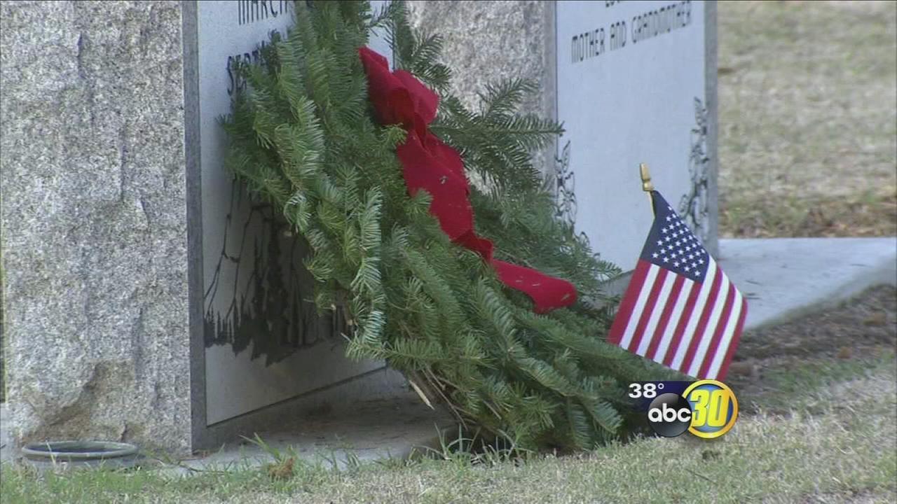 Volunteer lay wreaths for veterans buried at Clovis cemetery