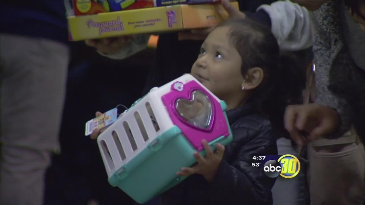 122316-kfsn-4pm-toys-for-tots-vid