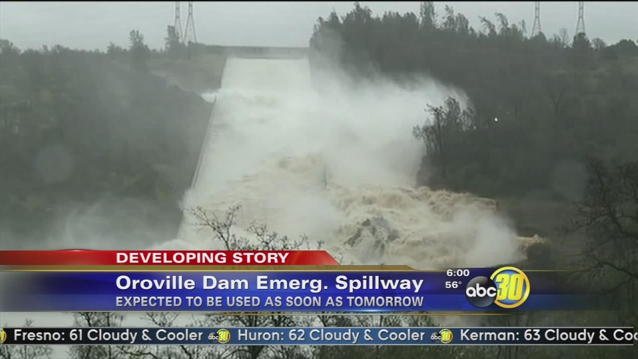 Gaping hole in spillway for Oroville Dam keeps growing