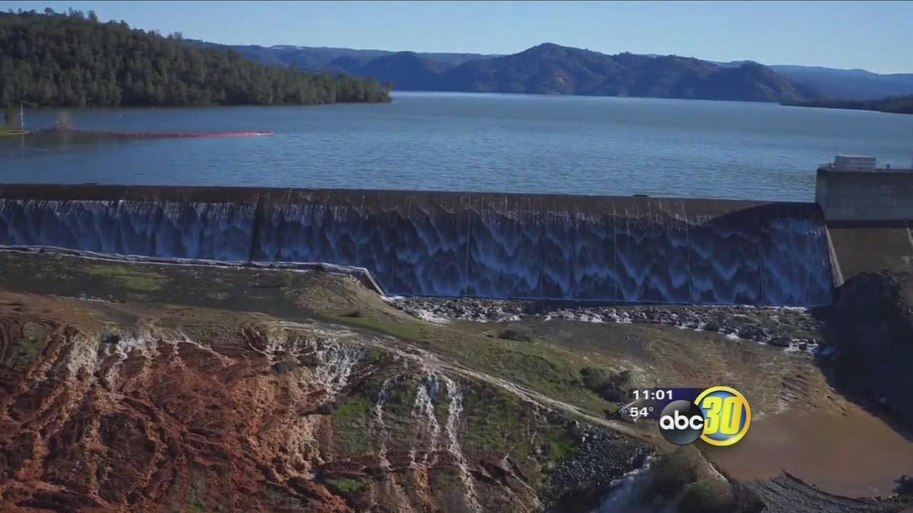 Water level drops behind Oroville, easing flood fears