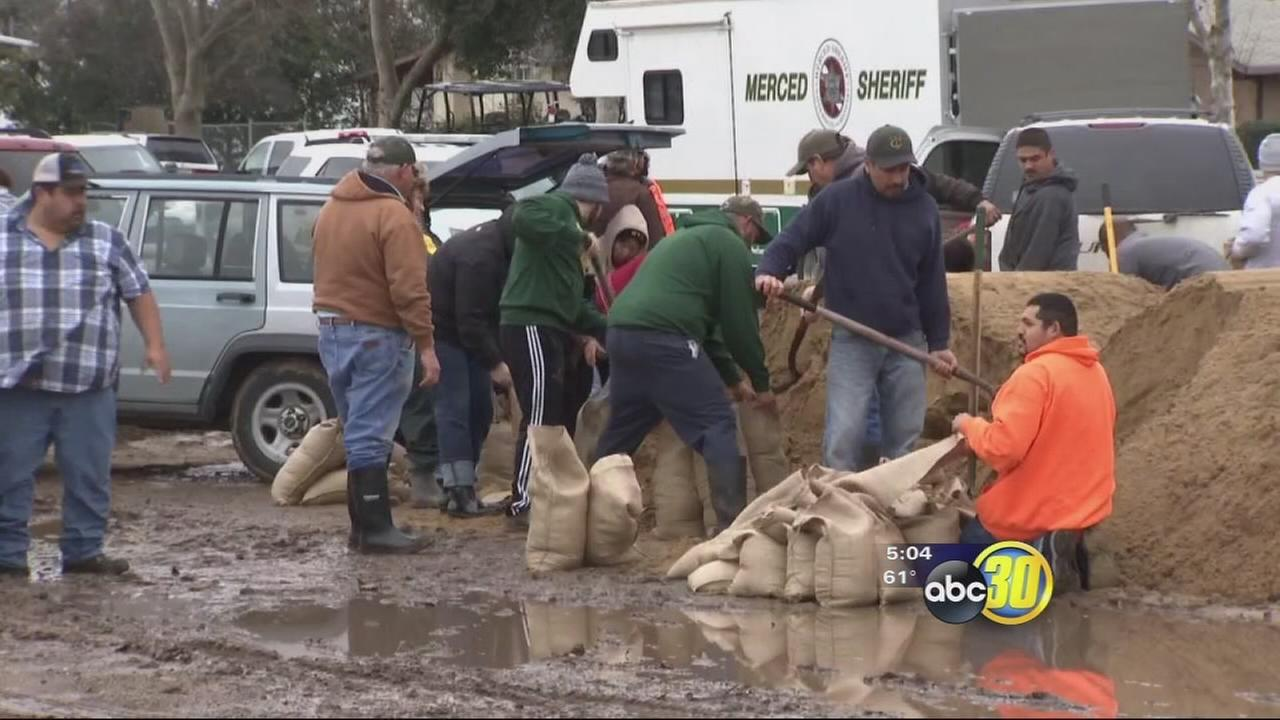 With another round of heavy rain on the forcast, Le Grand homeowners prep sandbags
