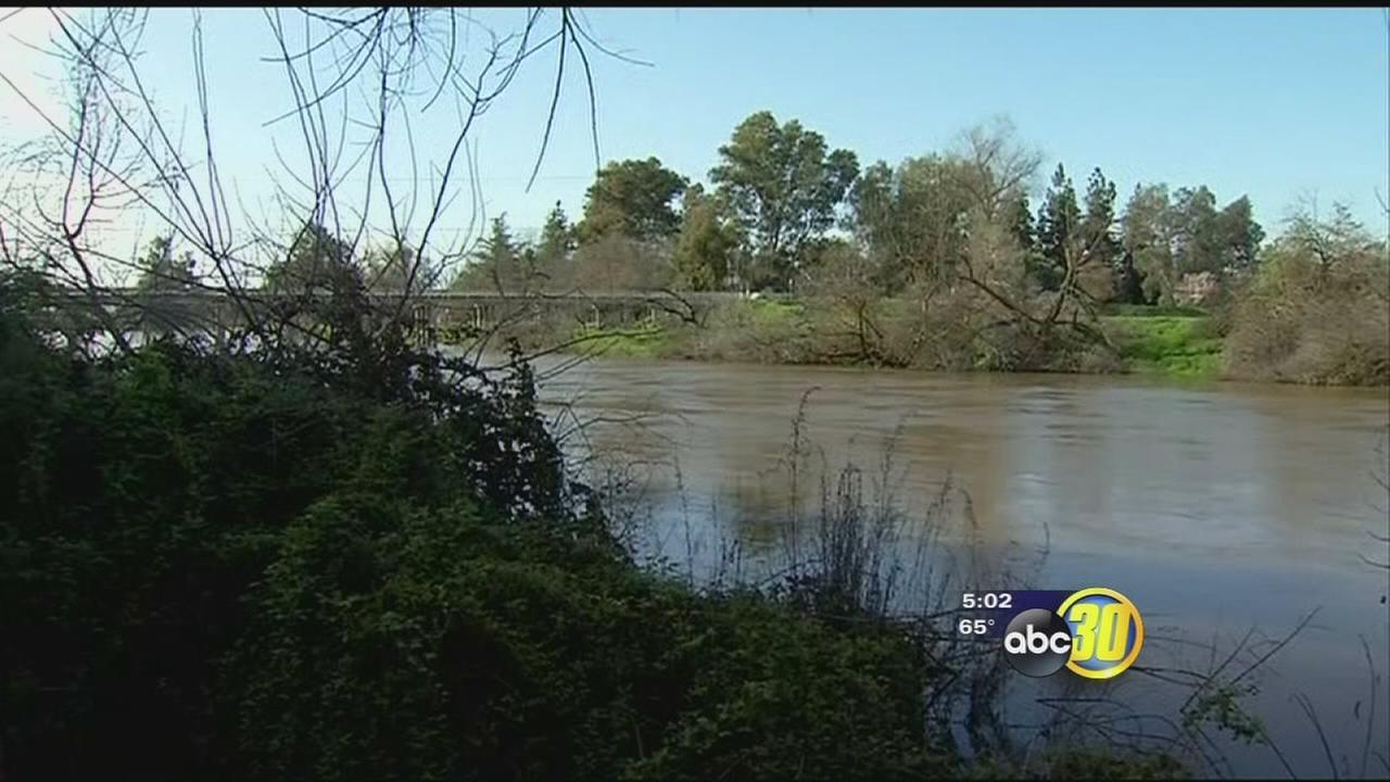 Crews monitor water levels and levees as Kings River flows