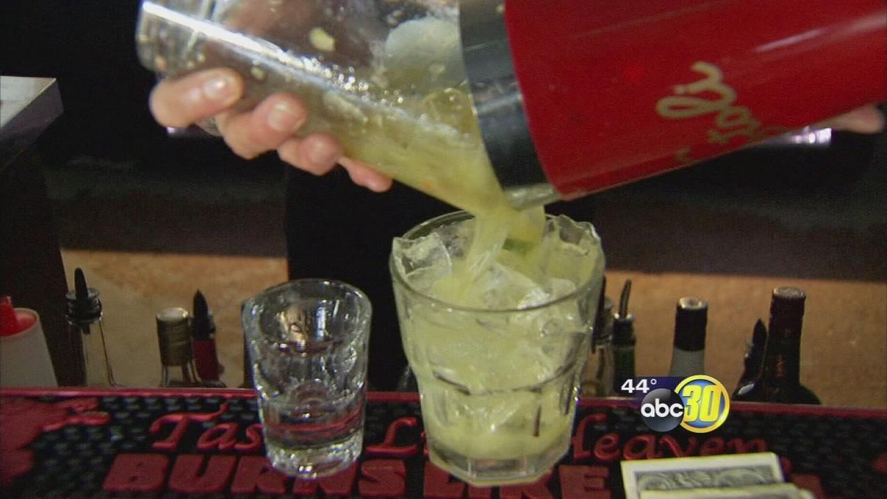 Drinks at 4 a.m.? Proposed California bill would let bars stay open later