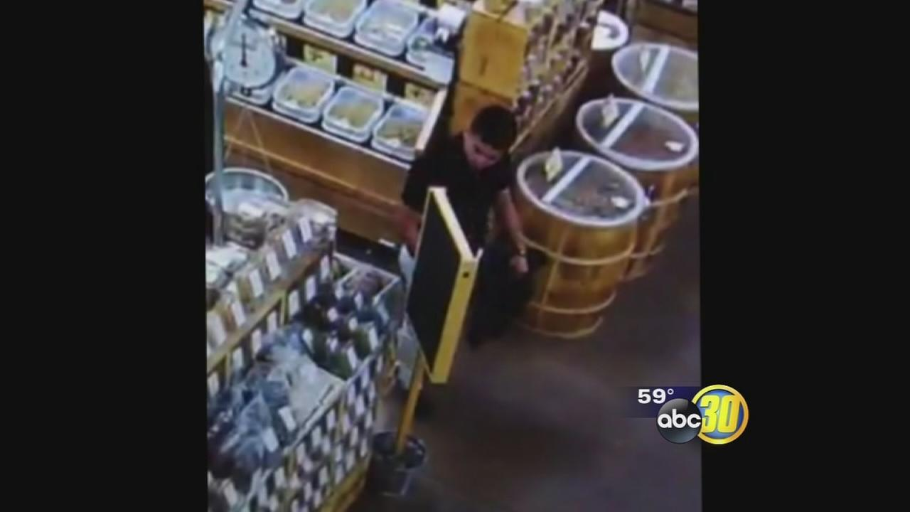 Clovis police looking for man who stole several wallets from customers at a grocery store