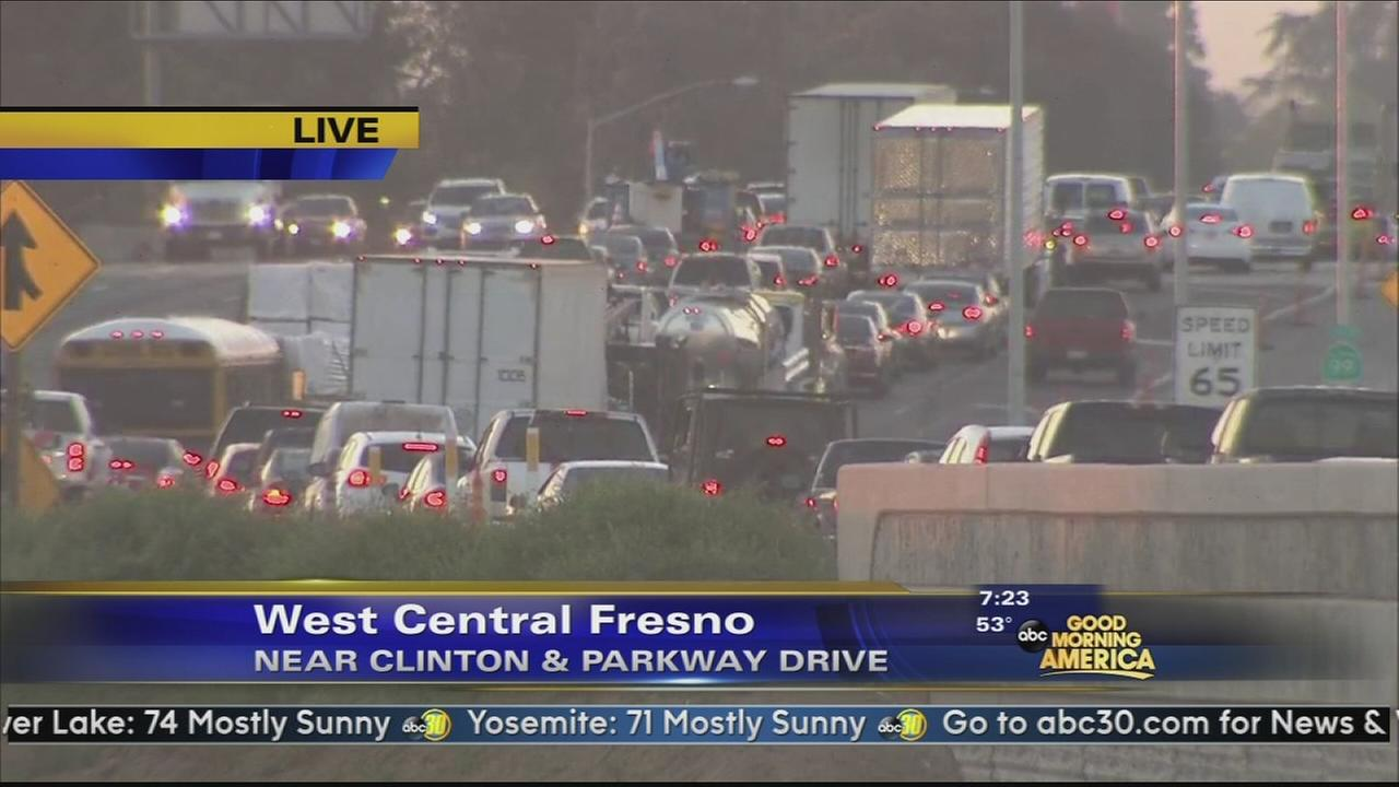 Multiple vehicle crash causing major delays on SB Highway 99 in Fresno