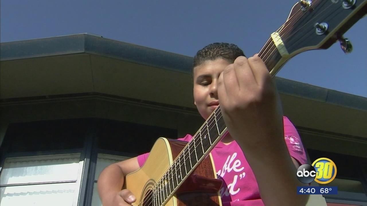 Student gives family guitar to boy whose home was burned, burglarized