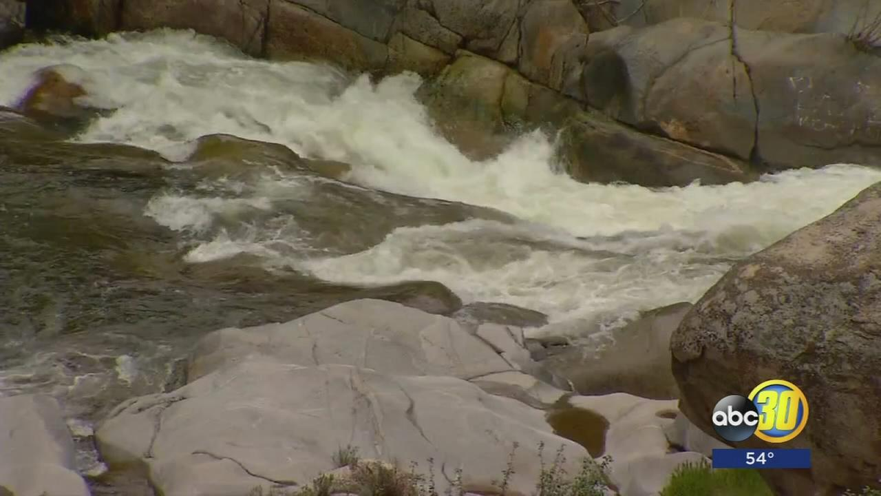 1 dead, 1 missing after being swept into Tule River