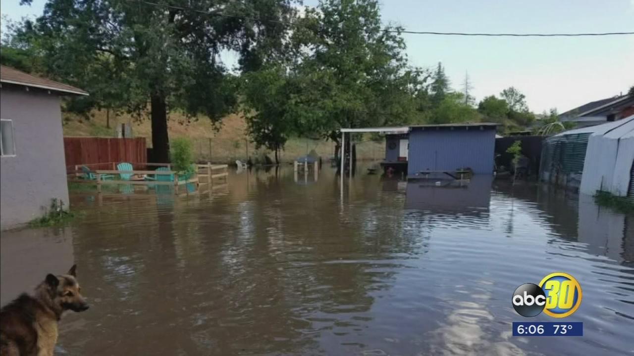 041717-kfsn-6pm-fresno-flooding-vid