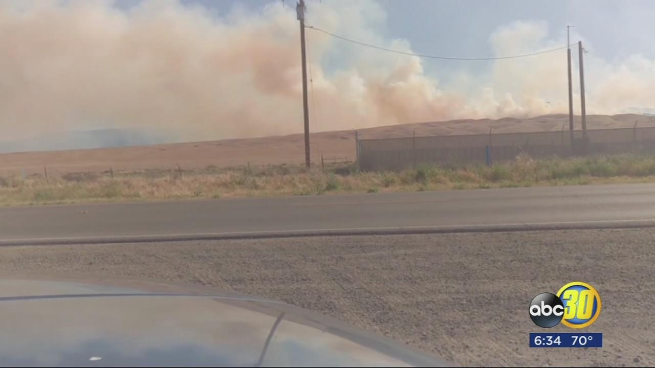 Large fire burning in Fresno County, 40 structures threatened