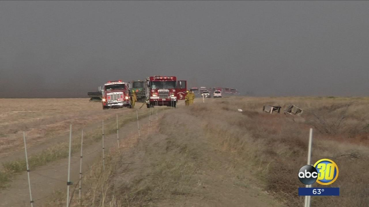 Fire crews say farmers helped put out Fresno County grass fire fueled by winds