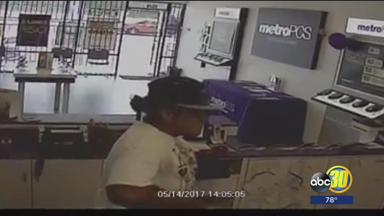Police looking for suspect involved in frightening armed robbery of Southeast Fresno store