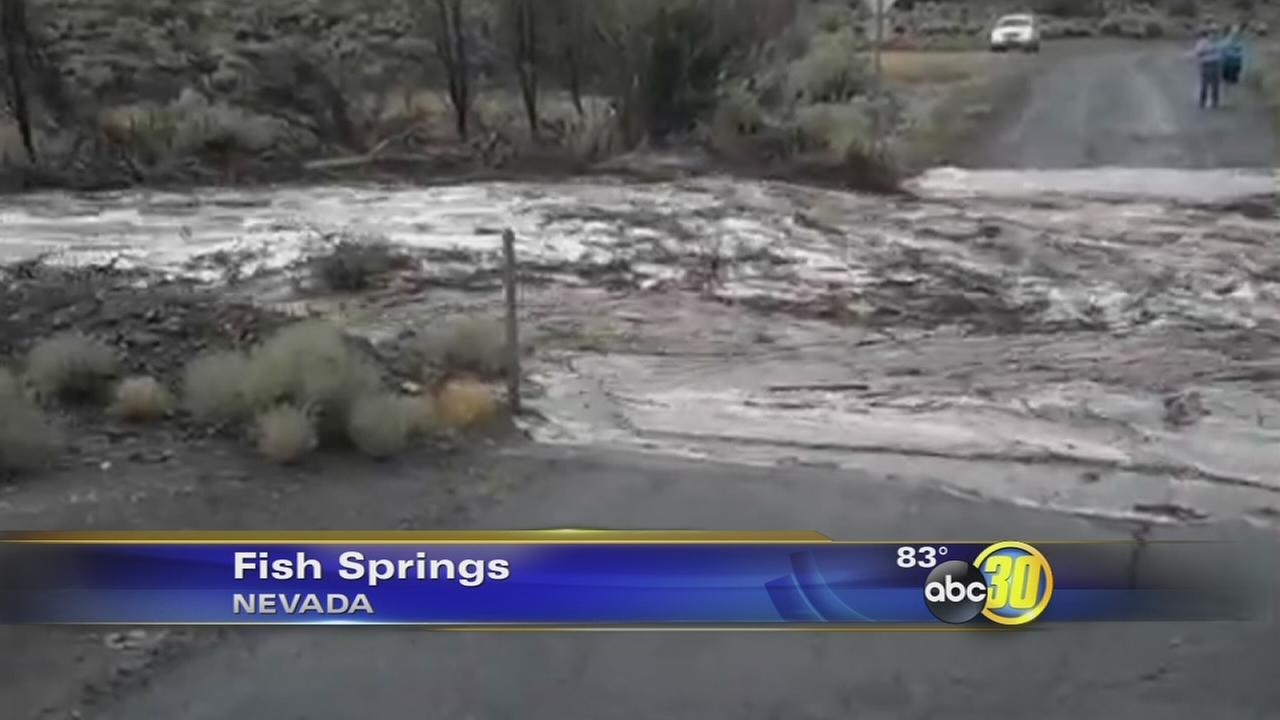 Video captures flash flood in Nevada town