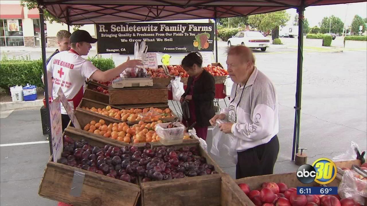 061117-kfsn-6pm-farmers-market-vid