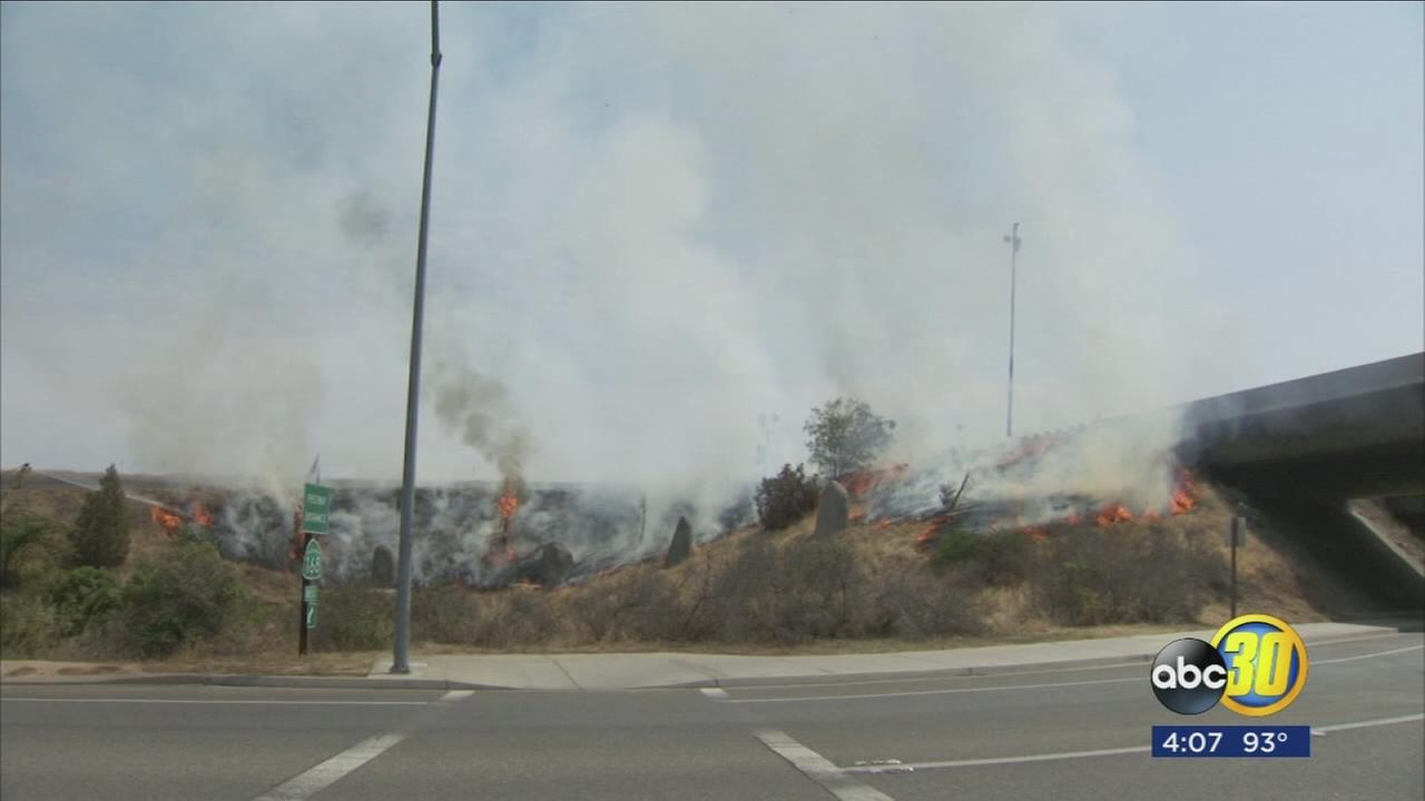 061517-kfsn-4pm-grass-fires-vid_1