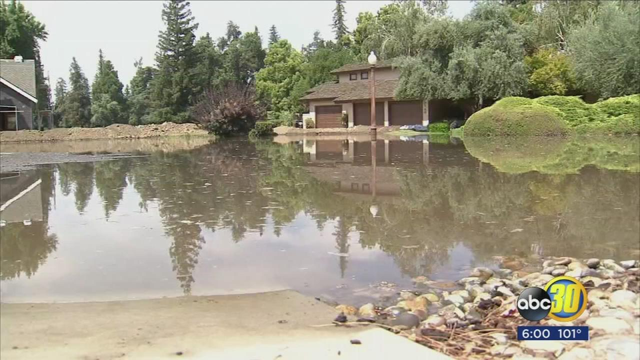 Broken levee floods Tulare County community, forcing evacuations