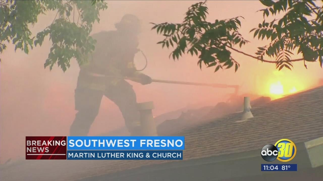 Residents escape as fire destroys Southwest Fresno apartments