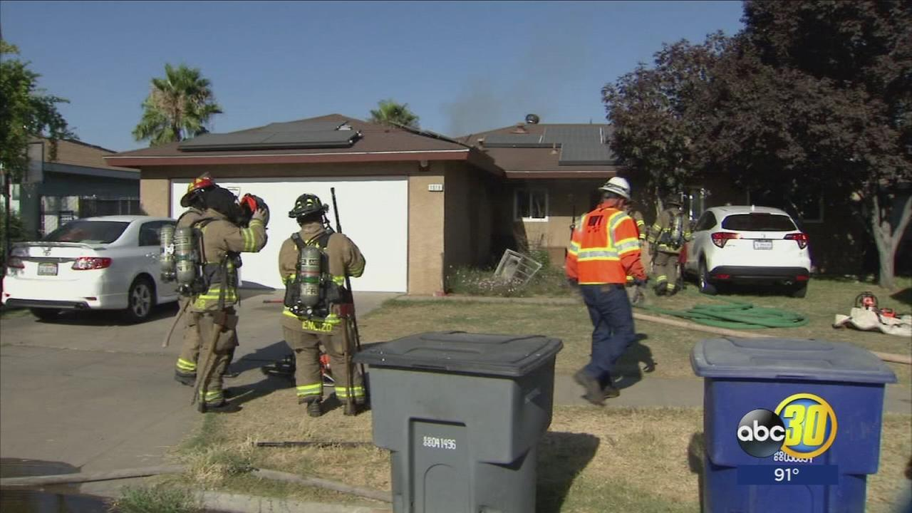2 families displaced after fire in Central Fresno