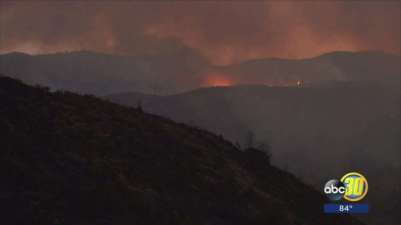Battle against the Detwiler Fire picking up as crew protect homes near Coulterville
