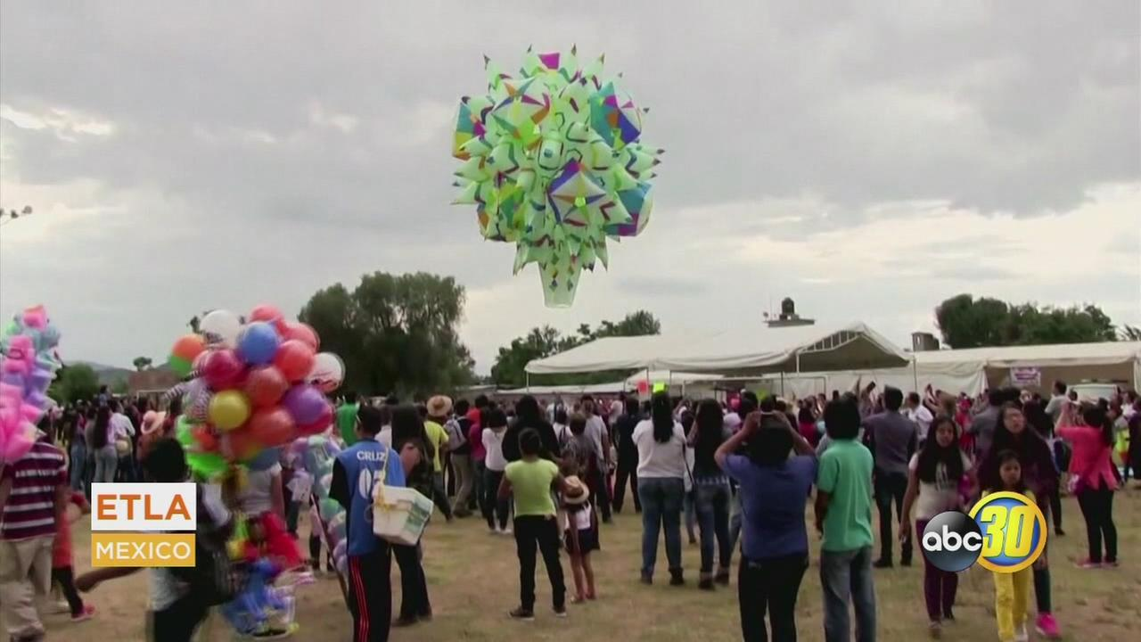LATINO LIFE: Giant Balloons Released in Mexico