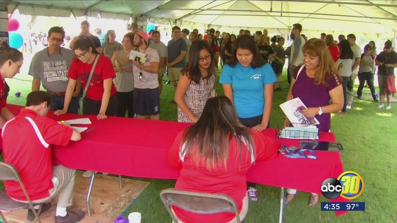 Hundreds of Fresno State freshmen scramble on move-in day
