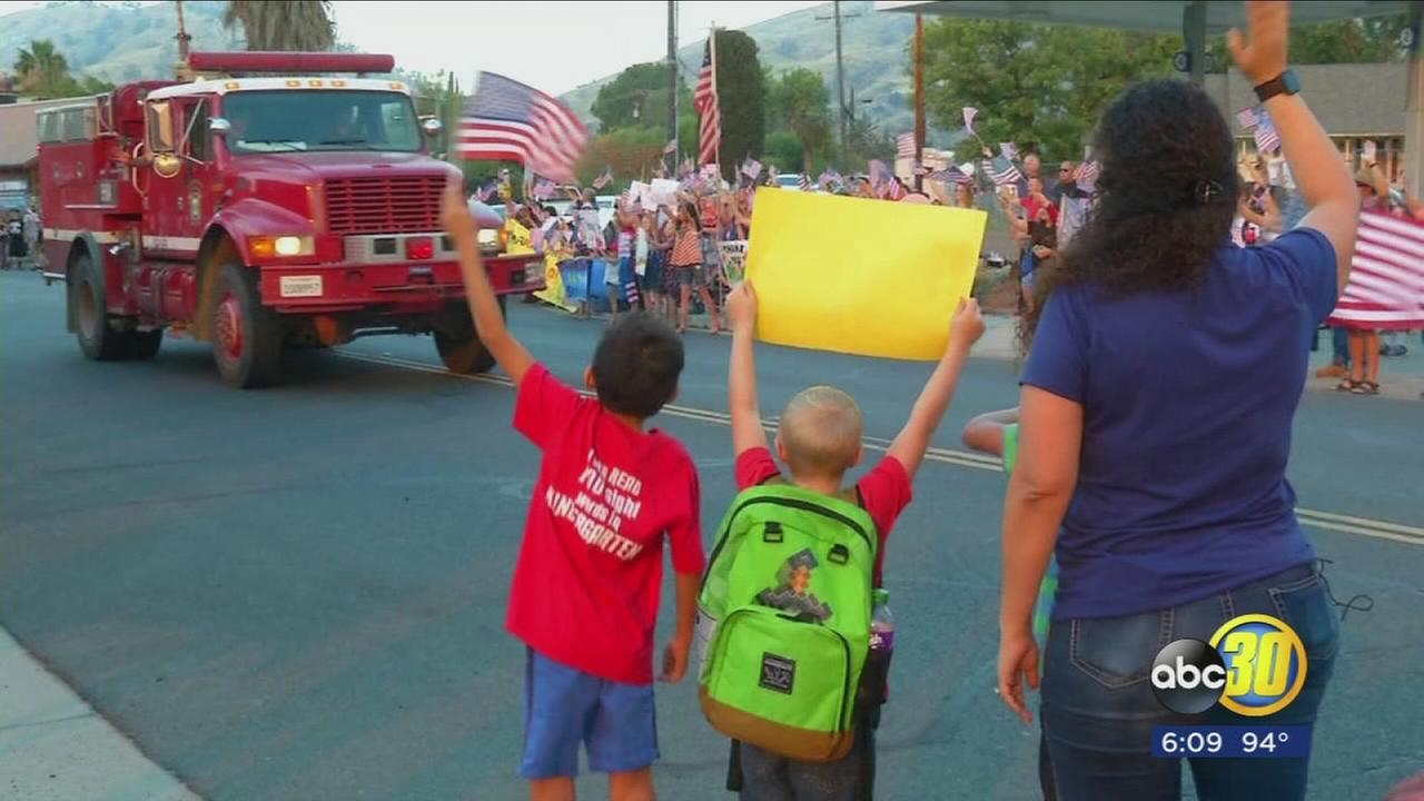 Springville students line Highway 190 to say thanks to Pier Fire crews