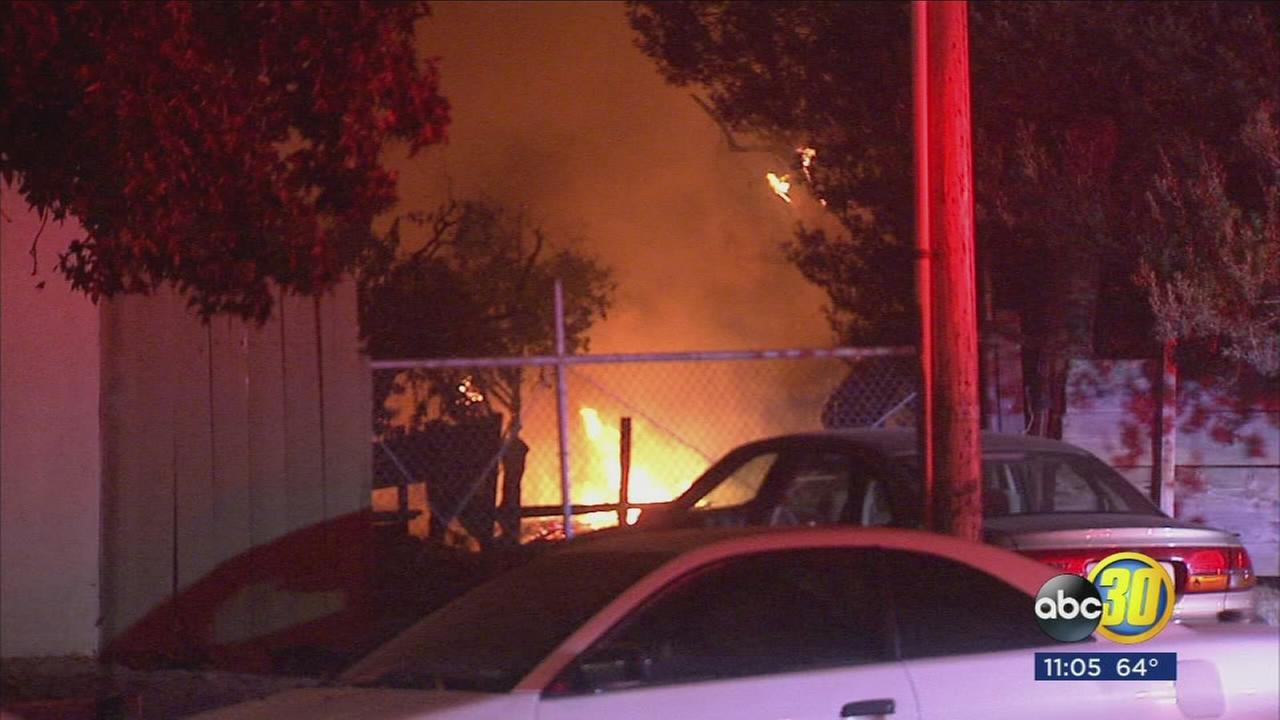 Shed fire in Fresno catches apartment complex on fire displacing families
