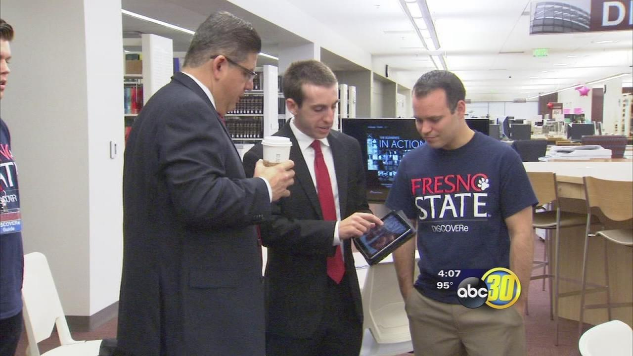 Fresno State launches tablet program, opens hub on first day of class