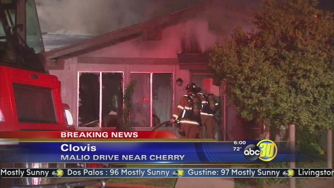 Fire destroys apartment building in Clovis