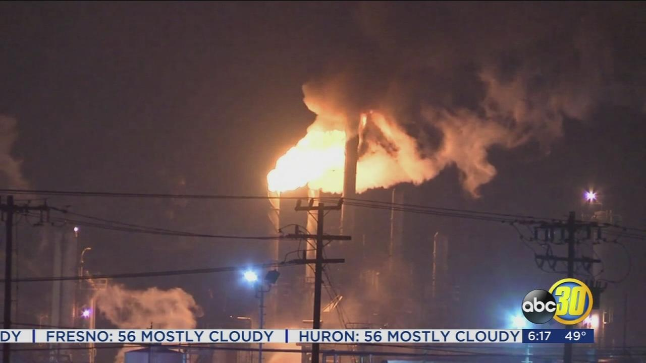 Crews battle fire at oil refinery in Bakersfield