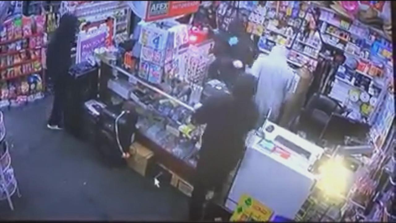 Police search for 4 suspects who burglarized Parlier business