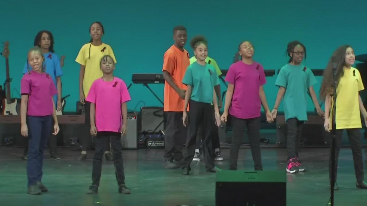 Students participate in Tunraround Arts talent show