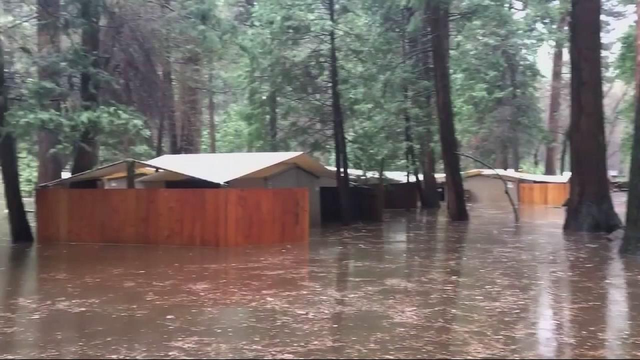 Yosemite cleaning up after weekend flood