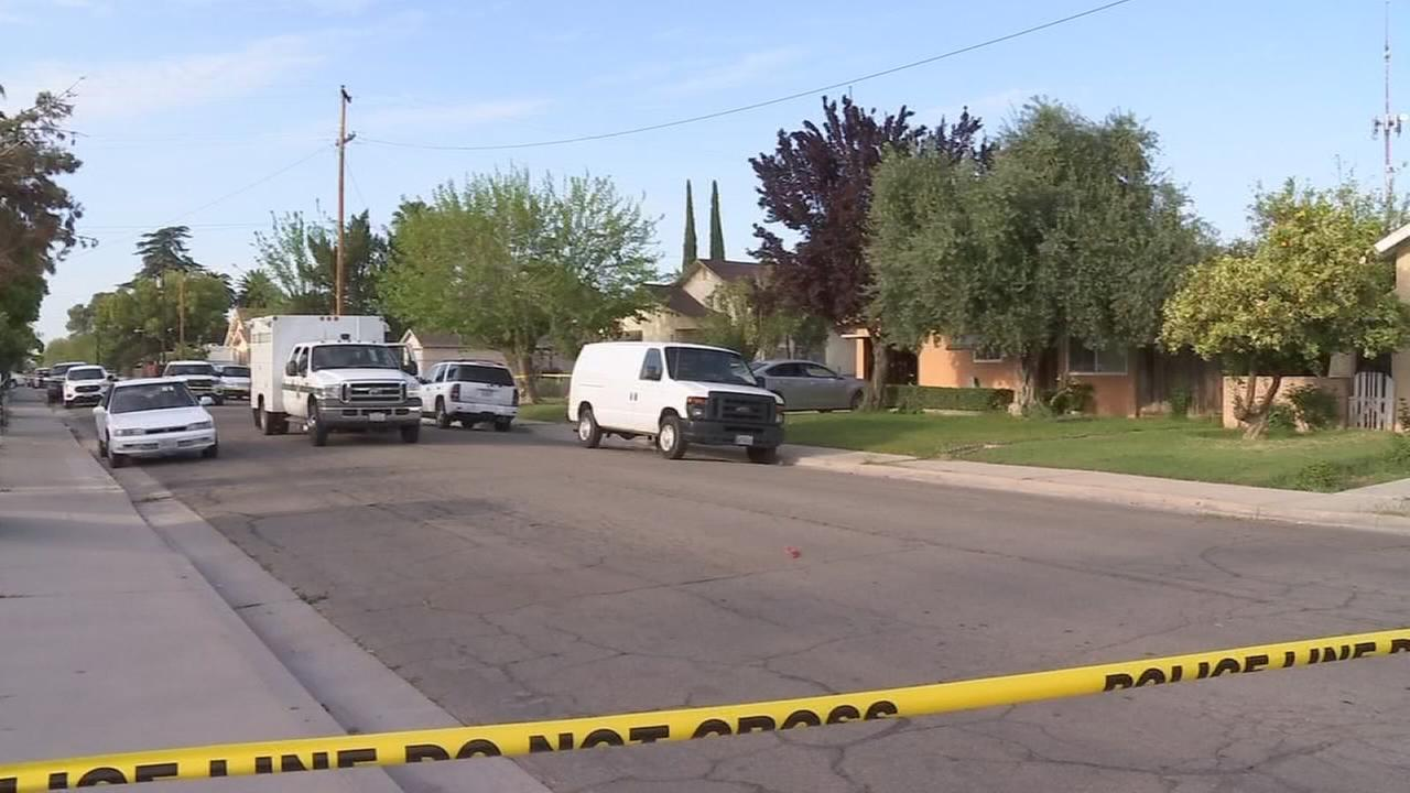 Neighbors watch as man stabs himself in a Kerman yard as part of suspected murder suicide