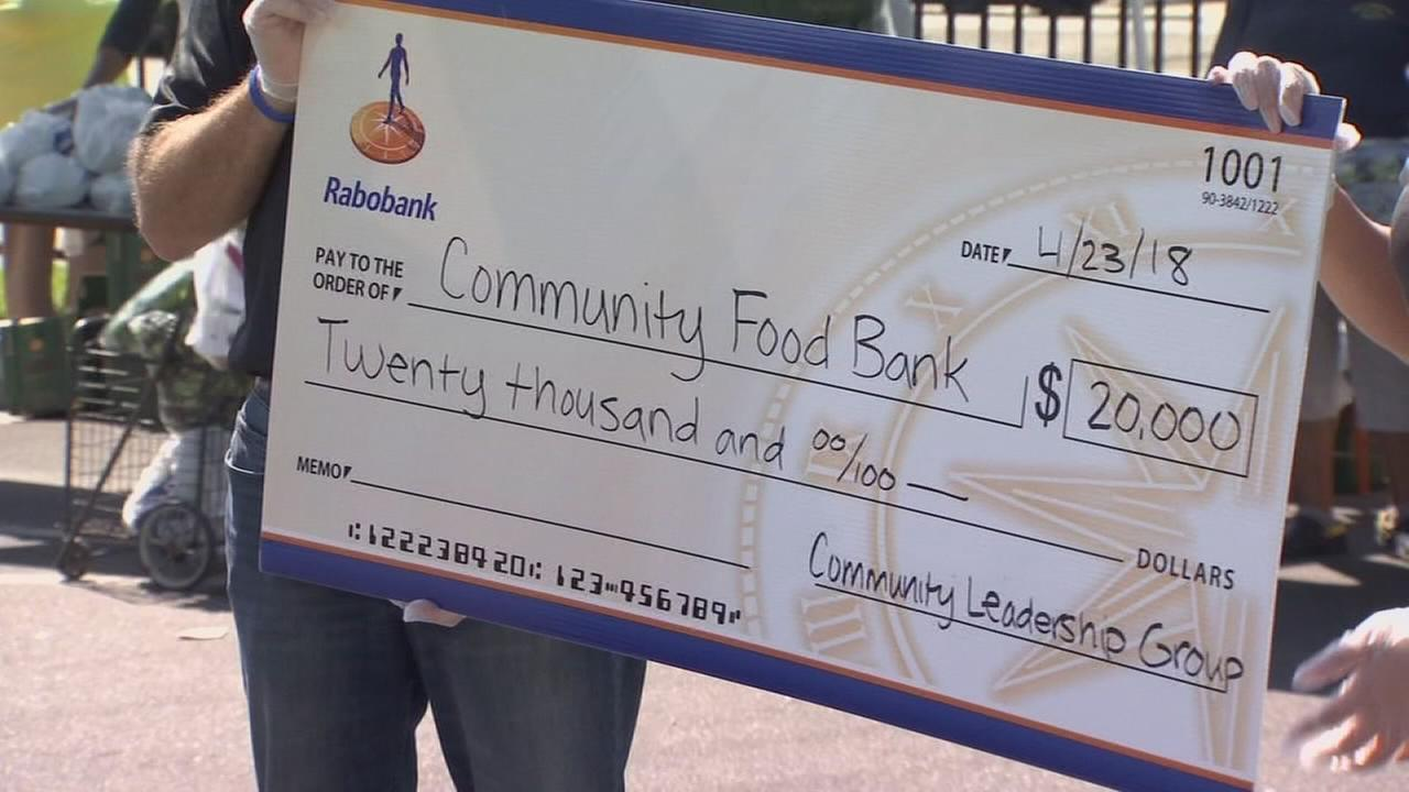 Rabobank donates $20,000 to Community Food Bank