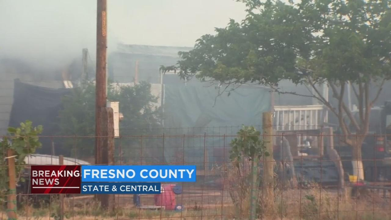 5 people escape mobile home fire in Fresno County