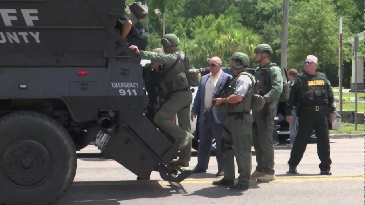 Suspect found dead in Florida apartment following lengthy standoff, shootout with police