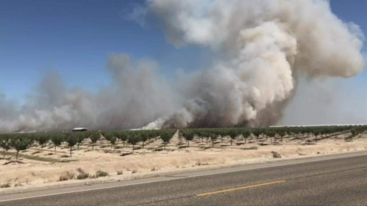 Fire burns over 100 acres between Kerman and Mendota