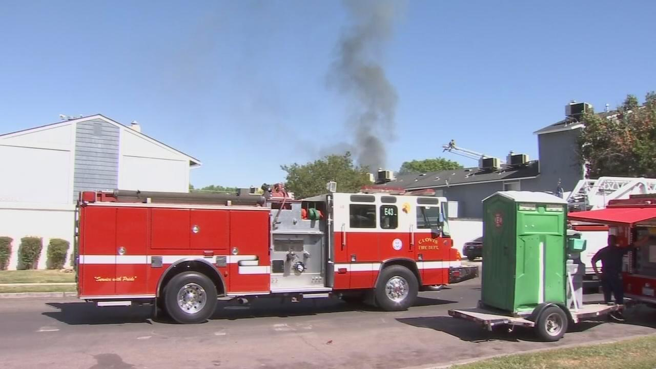 Fire burns apartment complex near Fresno State