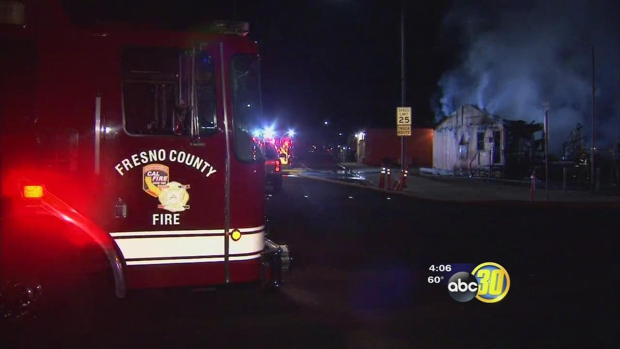 Large fire burns recycling center in Parlier