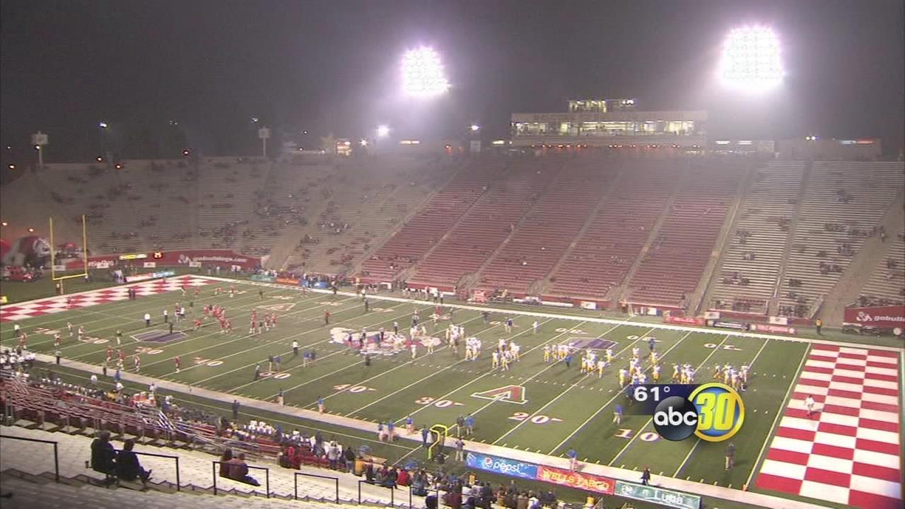Smog greets fans at Fresno State homecoming game