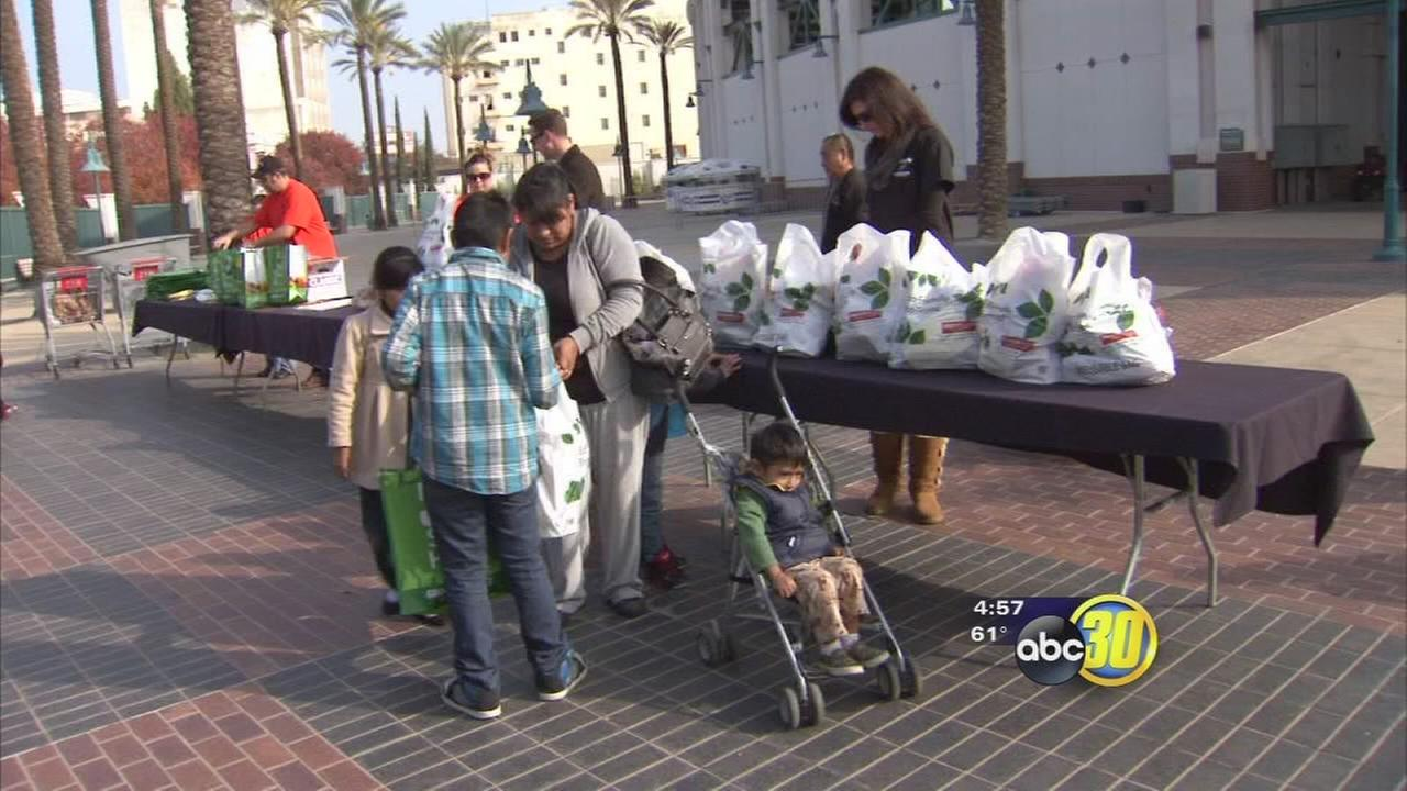 Fresno Grizzlies, downtown businesses provide free Thanksgiving meals