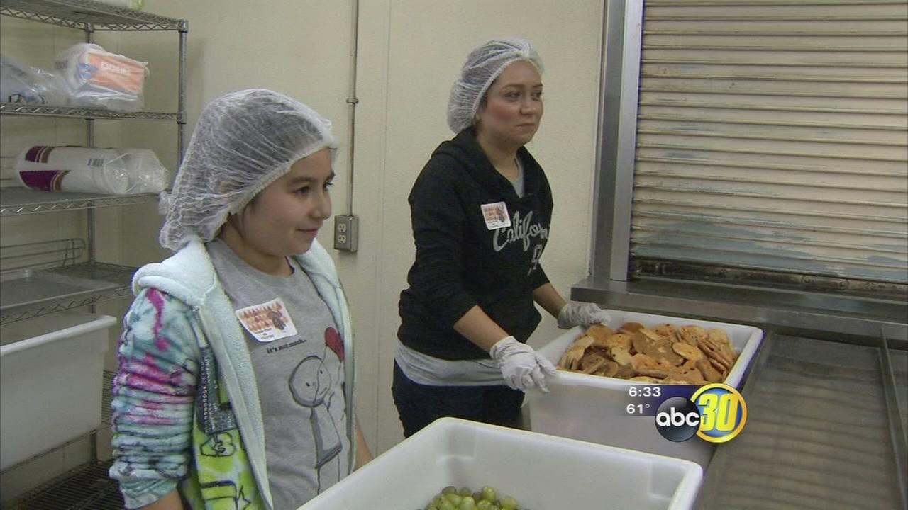 Thanksgiving Day brings out volunteers