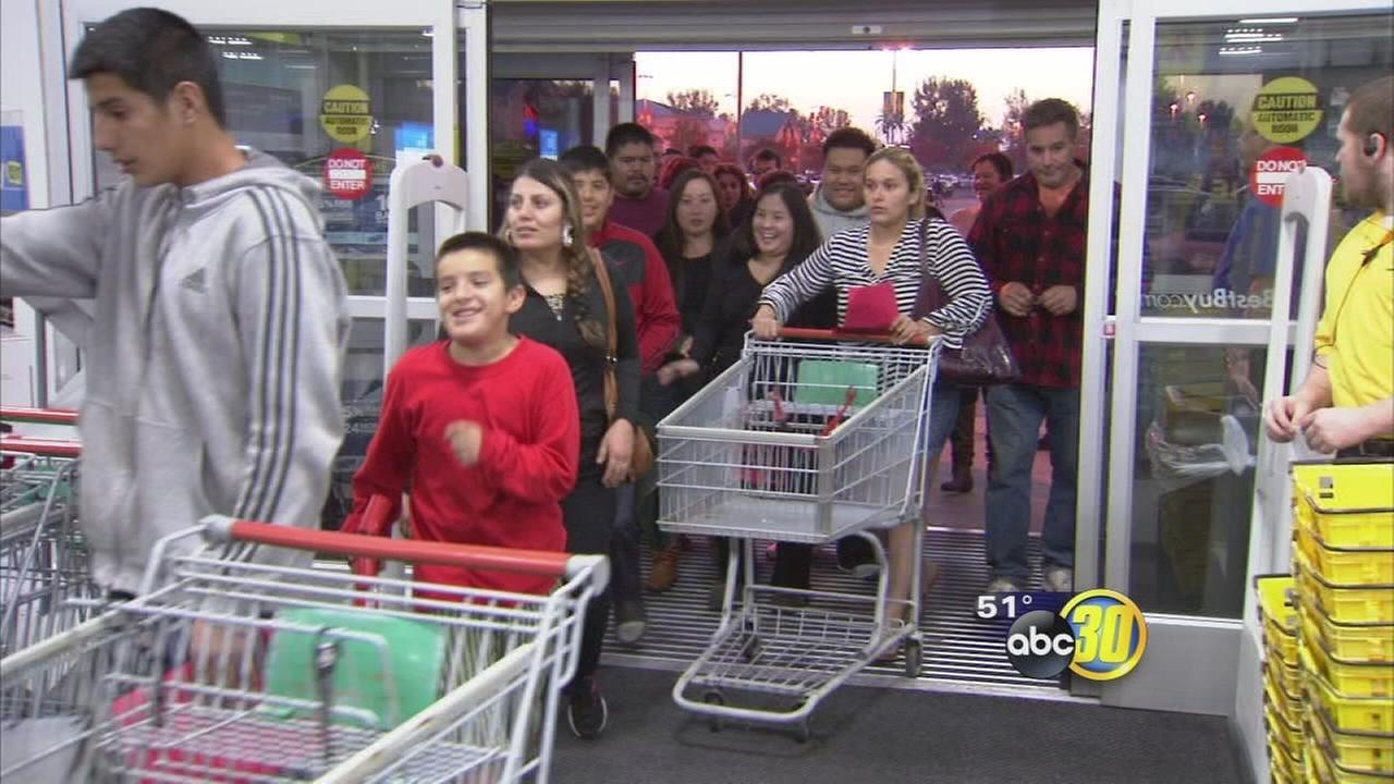 Valley residents put Thanksgiving on hold to shop