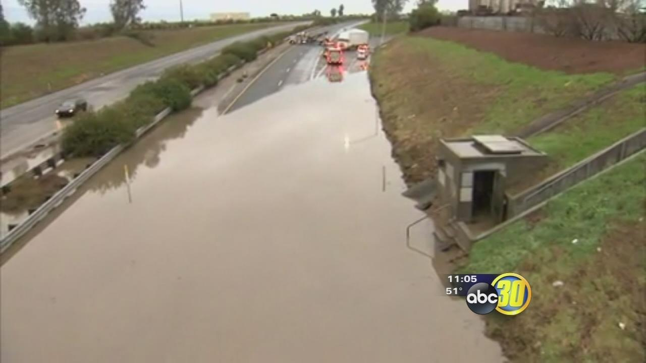Storm causes flooding and traffic problems in Central California