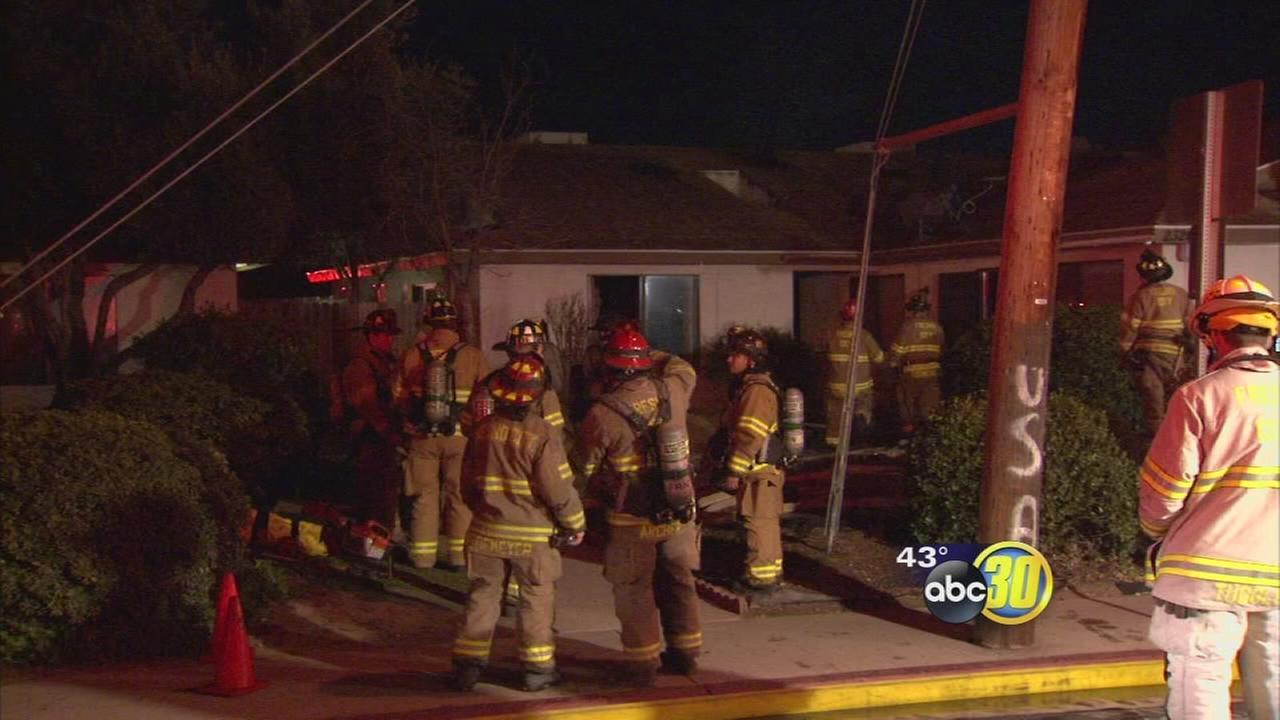 Central Fresno apartment fire displaces 8 people
