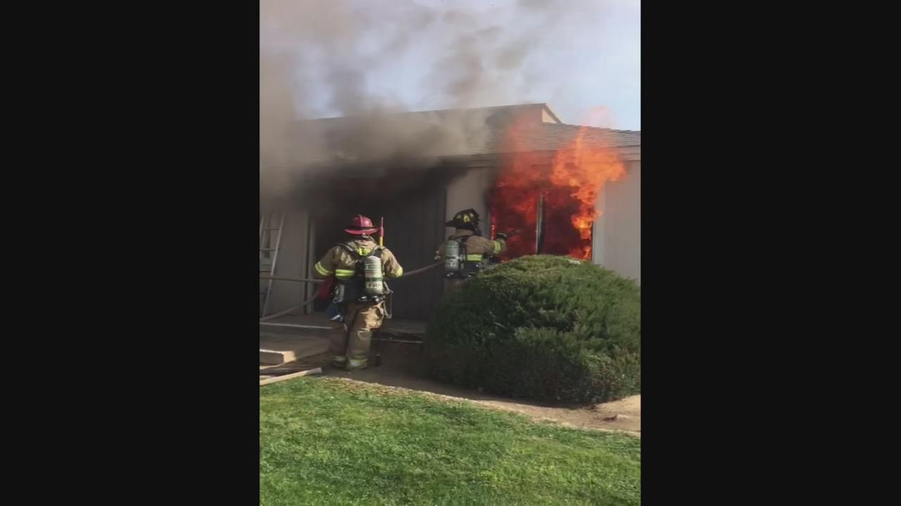 RAW VIDEO: Apartment Fire in East Central Fresno